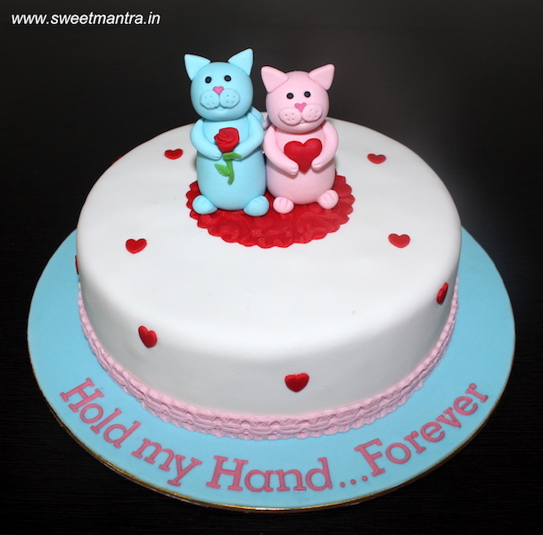 Cats theme customized cake for anniversary in Pune