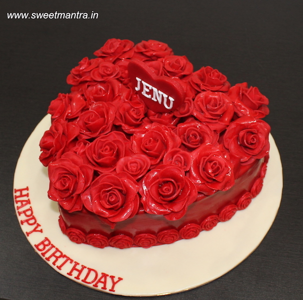 Love, Red roses, Valentine theme fondant cake in Pune
