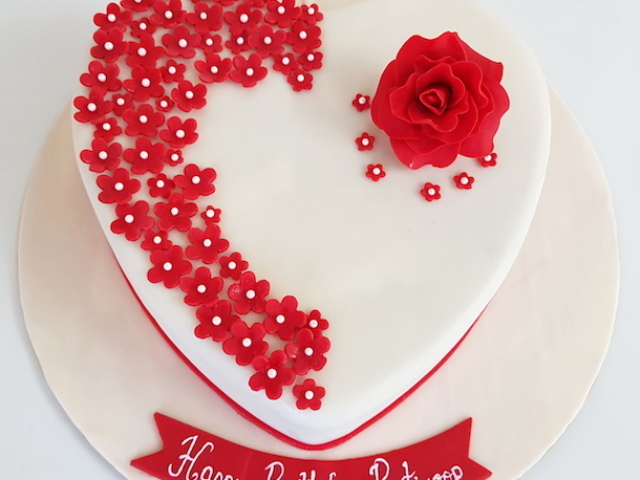 Heart shaped cake with roses for fiances birthday in Pune