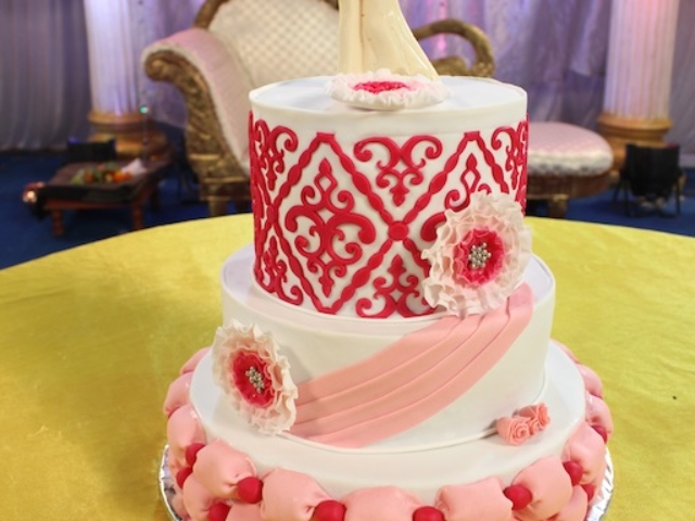 3 layer customized designer Wedding cake in Pune